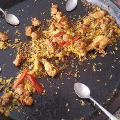 Paella de alcachofas terminada